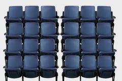 Leeres Theaterauditorium oder -kino mit blauen Sitzen Stockbilder