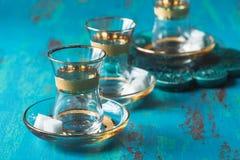 Leeres Tulpe-förmiges Glas Türkischer Tee Stockbild