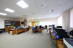Leeres und geräumiges Büro Stockbilder