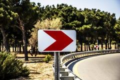 Leeres Verkehrsschild des Schmutzes mit Beschneidungspfad Stockfotografie