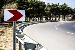 Leeres Verkehrsschild des Schmutzes mit Beschneidungspfad Lizenzfreie Stockbilder