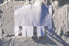 Leeres Weißbuch mit reißen Vorsprünge auseinander lizenzfreie stockbilder