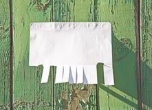 Leeres Weißbuch mit reißen Vorsprünge auseinander lizenzfreies stockbild
