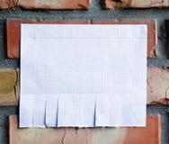 Leeres Weißbuch mit reißen Vorsprünge auseinander lizenzfreie stockfotografie
