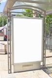 Leeres weißes Anschlagtafelzeichen Lizenzfreie Stockbilder