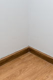 Leeres weißes Eckzimmer Stockfotografie