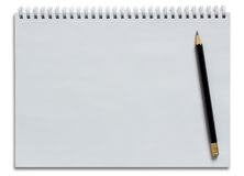 Leeres weißes gewundenes Notizbuch und Bleistift Lizenzfreies Stockfoto