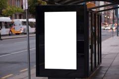 Leeres Werbung- im Freienwartehäuschen lizenzfreie stockfotografie