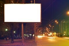 Leeres Werbungsbrett auf Stadtstraße lizenzfreie stockbilder