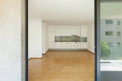 Leeres Wohnzimmer mit Küche Stockfoto