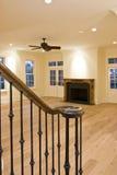 Leeres Wohnzimmer und Kamin Lizenzfreie Stockbilder