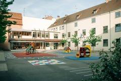 Leeres Yard des Kindergartens Lizenzfreies Stockbild