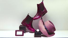 Leerlaarzen, hoed en polshorloge voor dames royalty-vrije stock foto's