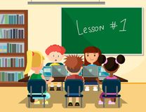Leerlingen die online in Klaslokaal met Laptops bestuderen vector illustratie