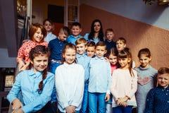 Leerlingen die op onderbreking gaan royalty-vrije stock fotografie