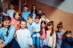 Leerlingen die op onderbreking gaan royalty-vrije stock foto's