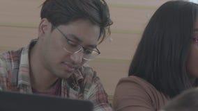Leerproces van studenten tijdens les stock footage