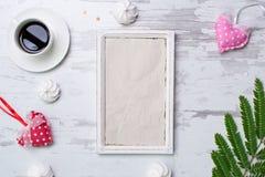 Leerseite auf rustikalem hölzernem Hintergrund Kopieren Sie Platz Beschneidungspfad eingeschlossen Flache Lage Schäbiges schickes Stockbilder