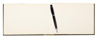 Leerseite des Anmerkungsbuches mit Kugelschreiber Stockfoto