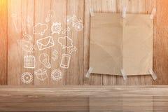 Leerseitenpapier mit Gekritzel von Medien und von Kommunikationsikonen Stockbild