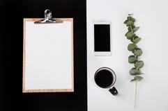 Leerseitentelefonschalen-Kaffees des Notizbuches des Geschäfts leere Karten des gesetzten stockfotos