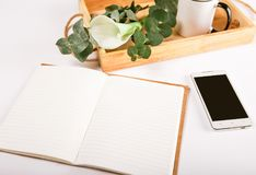 Leerseitentelefonschalenkaffee des Notizbuches des Geschäfts gesetzter Lizenzfreie Stockfotografie