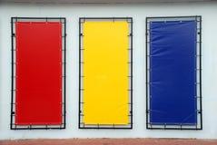 Leerzeichenzeichen Gelb des blauen Rotes Lizenzfreie Stockfotografie