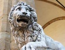 Leeuw bij Loggiadei Lanzi, Piazza della Signoria, Florence, Italië stock foto
