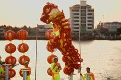 Leeuw die in Chinees Nieuwjaar dansen. Stock Afbeeldingen