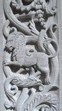 Leeuw die in een oude concrete muur wordt gesneden Stock Fotografie