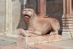 Leeuw romanesque standbeeld Stock Afbeeldingen