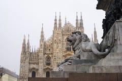Leeuw van marmer in Duomo, stadsvierkant in Milaan, Lombardije Itali? stock afbeeldingen