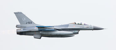 LEEUWARDEN, НИДЕРЛАНДЫ - 11-ОЕ ИЮНЯ 2016: Голландский истребитель F-16 j Стоковые Изображения RF
