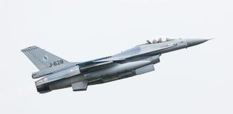 LEEUWARDEN, НИДЕРЛАНДЫ - 11-ОЕ ИЮНЯ 2016: Голландский истребитель F-16 j Стоковые Фото