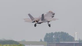LEEUWARDEN, НИДЕРЛАНДЫ - 26-ОЕ МАЯ: Боец F-35 во время его fi Стоковые Фото