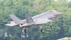 LEEUWARDEN, НИДЕРЛАНДЫ - 26-ОЕ МАЯ: Боец F-35 во время его fi Стоковая Фотография