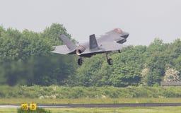 LEEUWARDEN, НИДЕРЛАНДЫ - 26-ОЕ МАЯ: Боец F-35 во время его fi Стоковое Изображение