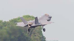 LEEUWARDEN, НИДЕРЛАНДЫ - 26-ОЕ МАЯ: Боец F-35 во время его fi Стоковые Фотографии RF