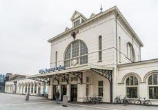 Leeuwarden, die Niederlande am 14. April 2018 Mann, der das MAI einträgt stockbild
