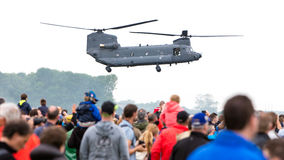 LEEUWARDEN, DIE NIEDERLANDE - 11. JUNI 2016: Chinook CH-47 Militärh Lizenzfreie Stockfotografie