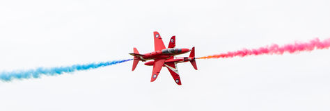 LEEUWARDEN, DIE NIEDERLANDE - 10. JUNI 2016: RAF Red Arrows-Perf Stockfotografie