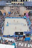 Leeuwarden, die Niederlande - 10. Juni: Volleybal Matte des Frauenstrandes stockfotos
