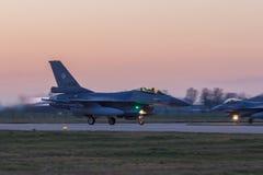 Leeuwarden Februari 6 2018: Övning för nattflyg Arkivfoto