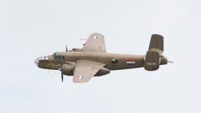 LEEUWARDEN holandie - CZERWIEC 10: WW2 B-25 Mitchell bombowiec Zdjęcia Stock