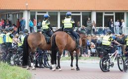 Leeuwarden Nederländerna, august 19, 2018: Den holländska polisen i th arkivfoto