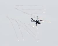 LEEUWARDEN NEDERLÄNDERNA - JUNI 10, 2016: Holländare AH-64 Apache a Arkivbilder