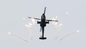 LEEUWARDEN NEDERLÄNDERNA - JUNI 10, 2016: Holländare AH-64 Apache a Arkivfoto