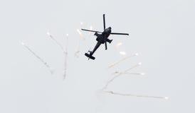 LEEUWARDEN NEDERLÄNDERNA - JUNI 10, 2016: Holländare AH-64 Apache a Royaltyfri Bild