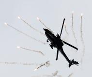LEEUWARDEN NEDERLÄNDERNA - JUNI 10, 2016: Holländare AH-64 Apache a Royaltyfri Foto