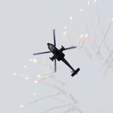 LEEUWARDEN NEDERLÄNDERNA - JUNI 10, 2016: Holländare AH-64 Apache a Fotografering för Bildbyråer